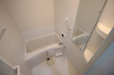 追い焚き機能付きの浴室です♪