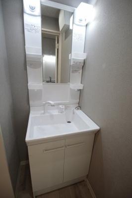 シャワー付き独立洗面台です。