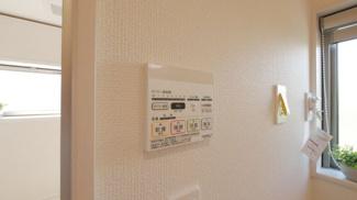 浴室には換気乾燥機付きです