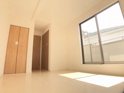 2階6.0帖の洋室です