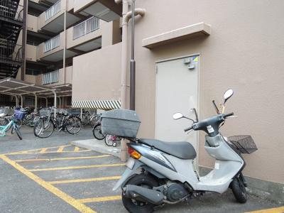 バイク置場平置駐車場です。