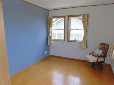 二階、琵琶湖が見える洋室