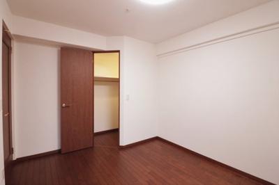 寝室にぴったりのウォークインクローゼット付きお部屋です