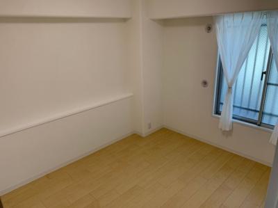 広々とした洋室です。
