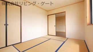 和室6帖。寝室でも遊ぶ場でもなんでも使えますね。