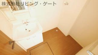 洗面所。室内洗濯機置き場あります。