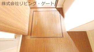 洗面所に床下収納あります。