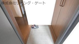 玄関です。外からお部屋は見えません!