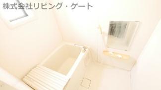 お風呂には窓が付いているので換気ばっちり!カビ対策も出来ますね。