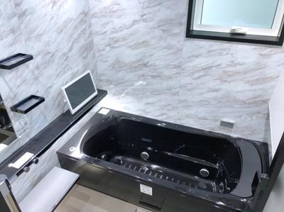 ハイグレードな浴室です♪TV、ミストサウナ、カワック、間接照明などあると嬉しい機能がついてます♪