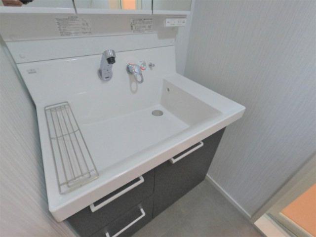 清潔で使いやすい洗面台です