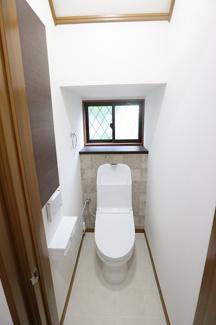 船橋市西習志野 中古一戸建て 北習志野駅 収納もあるウォシュレット付きトイレです!