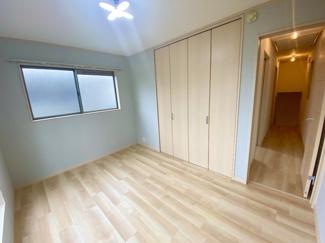 3階の3室とも上級クロス、明るいフロアタイルでで仕上げております。