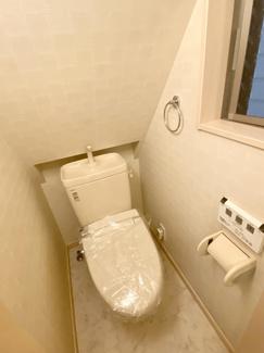 2階トイレウォシュレット新調済です。