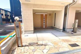 ハイルーフワンボックス車も駐車可能です。トランクルーム付き。