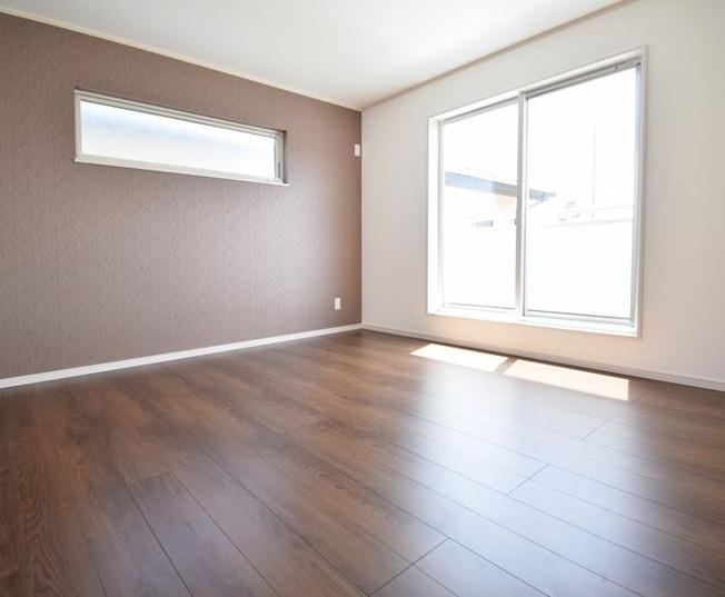 2階8.5帖 アクセントクロスでおしゃれな空間になります。