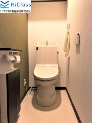ゆったりとした空間のウォシュレット付きトイレです