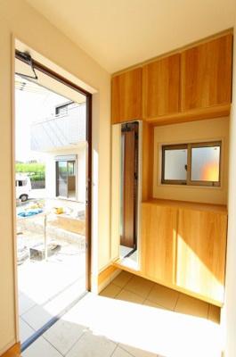 収納もある玄関です:建物完成しました♪♪毎週末オープンハウス開催♪三郷新築ナビで検索♪