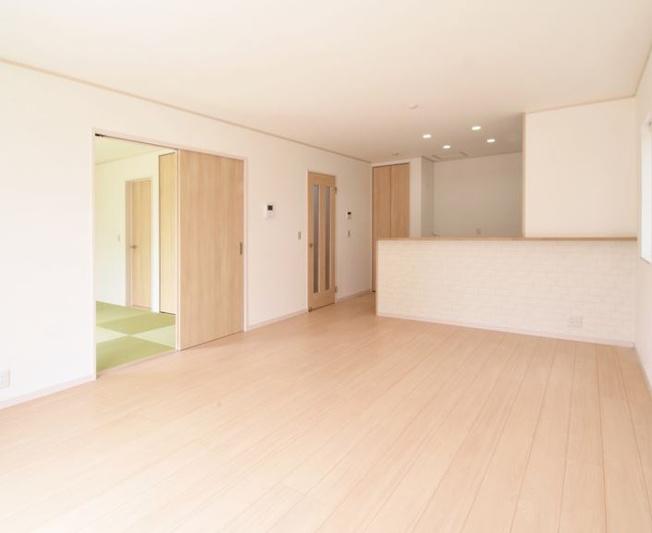 15.5帖 リビングと続き間になっている和室はゆったりとくつろげますのでご家族の憩いの場になります。
