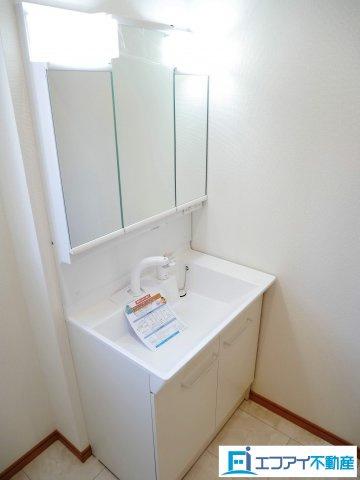 三面鏡付洗面台/同社施工例