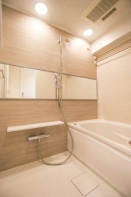 浴室乾燥暖房機能付きバス。