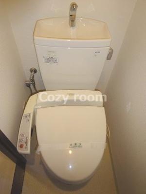 綺麗で落ち着いたシャワートイレです