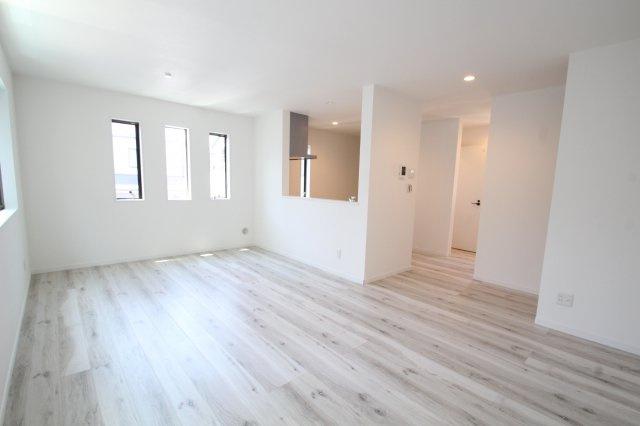 白を基調とした室内はどんな家具でも合いそうですね♪