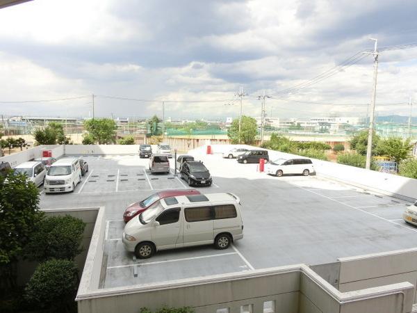 屋外、屋内駐車場あり!