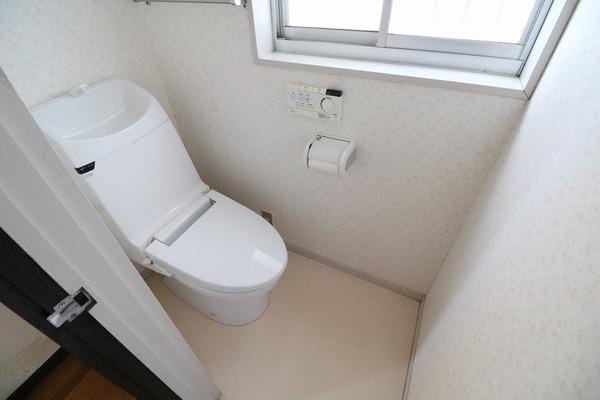 ウォシュレット付きのトイレです♪