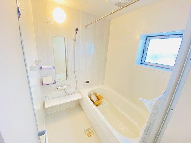 追い炊き、浴室乾燥、暖房、付いてます。寒い季節にも快適にお着替えできます!