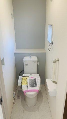 【同仕様施工例】2階ホール 季節物の家電や掃除用具など収納できます。