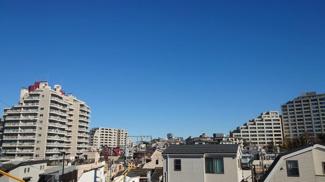 前面に高い建物がなく、見晴らしのよい眺望です。