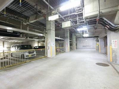 地下機械式駐車場です。