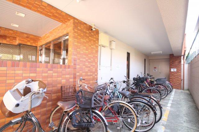 【駐輪場】ロマネスク室見