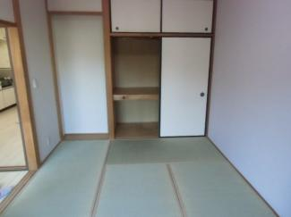 和室6畳 一畳分の押入と天袋あり