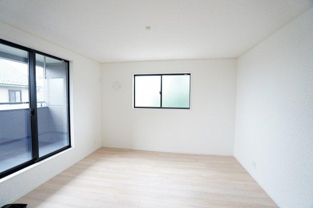 【同仕様施工例】2階8.5帖 日中の陽の光を感じ暖かいお部屋です。