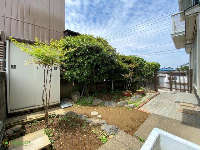 嬉しいお庭付き♪ガーデニングも楽しめちゃいますね。