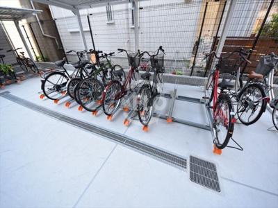 アドバンス大阪ルーチェ 自転車置き場