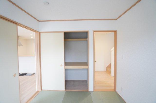 【同仕様施工例】リビング隣接の和室なので広々使えます。