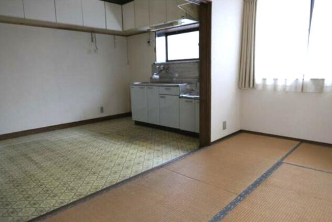 ダイニングキッチンに隣接する和室