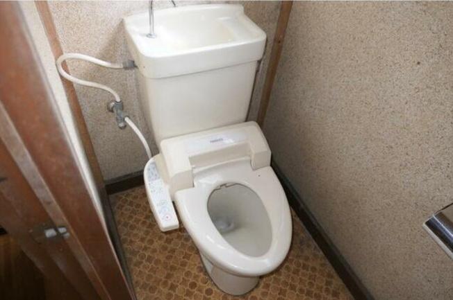 シンプルで使いやすいトイレ~温水洗浄便座付き