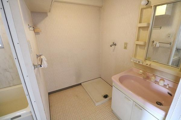白基調で清潔感のあるトイレです♪