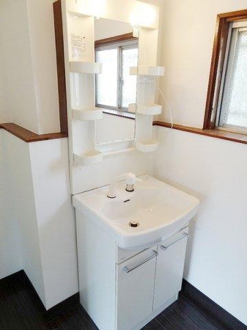 暮らしを快適に変えるシャワー付洗面台