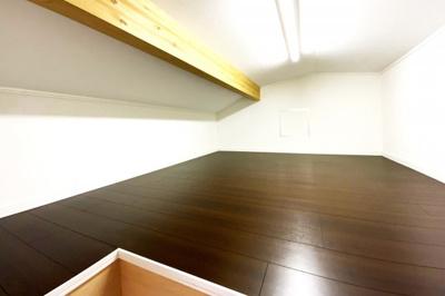 《屋根裏収納庫》約6帖の天井収納庫があり荷物が多いファミリーでも安心してお引越しして頂けます!