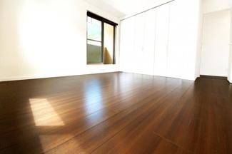《洋室約8.5帖》クローゼットは大容量で収納たっぷり!お部屋が更に広く使えますね。