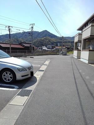 【駐車場】カレント ヴィラ