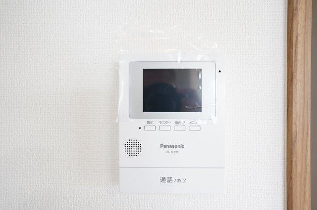 【同仕様施工例】キッチン横のパントリーです。普段使わないキッチン家電から食料品のストックまでまとめて収納できます。