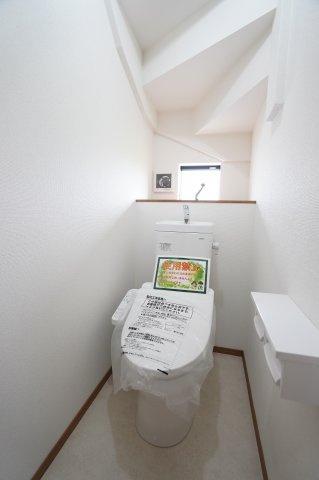 お布団、座布団、アイロンやなど収納できあると便利な押入です。