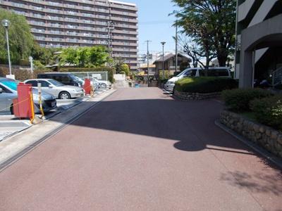 【駐車場】千里王子高層住宅B棟