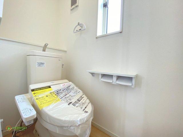 2階にも温水洗浄便座のトイレ♪取り合いになることもございません♪